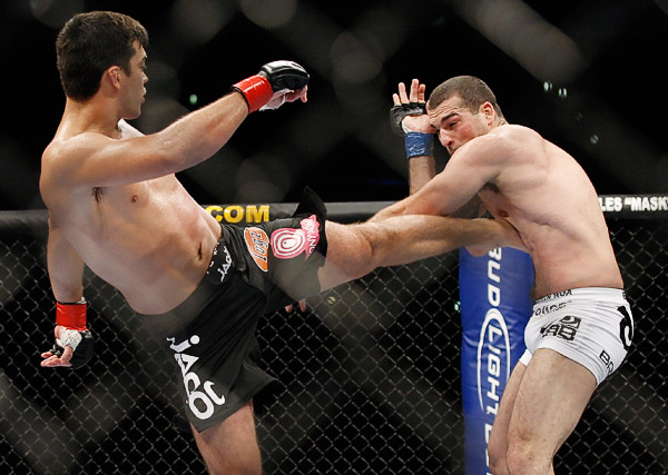 Machida lands a strong kick to the body of Rua...  (Ed Mulholland for ESPN.com)